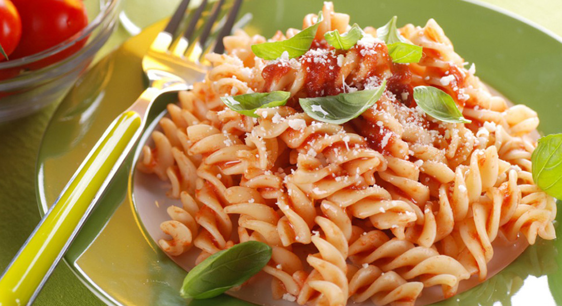 La ricetta della pasta con il sugo di verdure nascoste