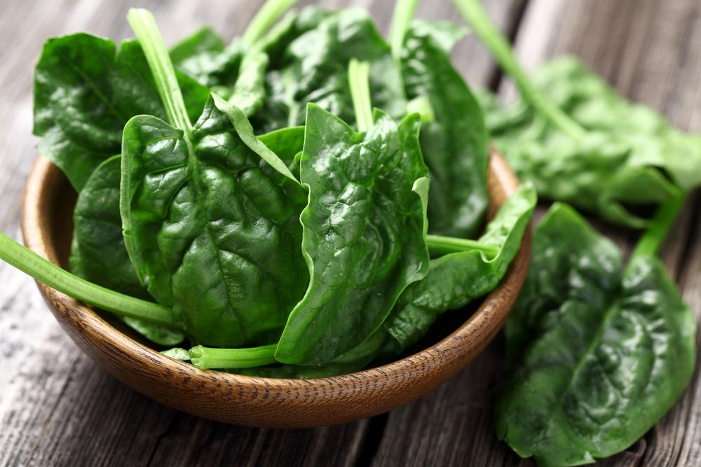 Rimedi contro la caduta dei capelli: mangiare spinaci
