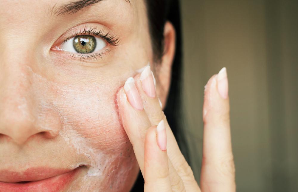 scrub viso: consigli per scegliere quello giusto