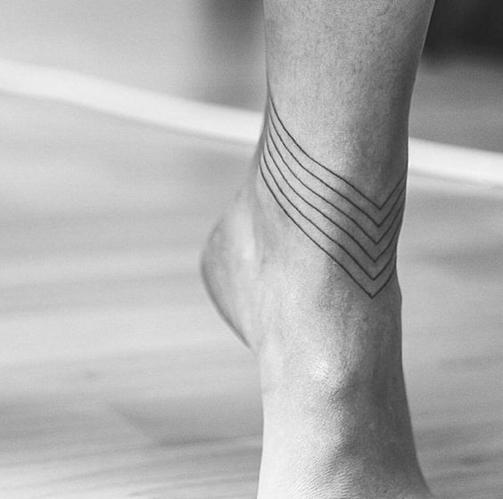 il tatuaggio alla caviglia è poco doloroso