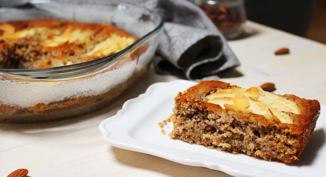 La torta di mele e grano saraceno. preparata senza lattosio e senza uova, è adatta ai celiaci e a chi segue una dieta vegana.