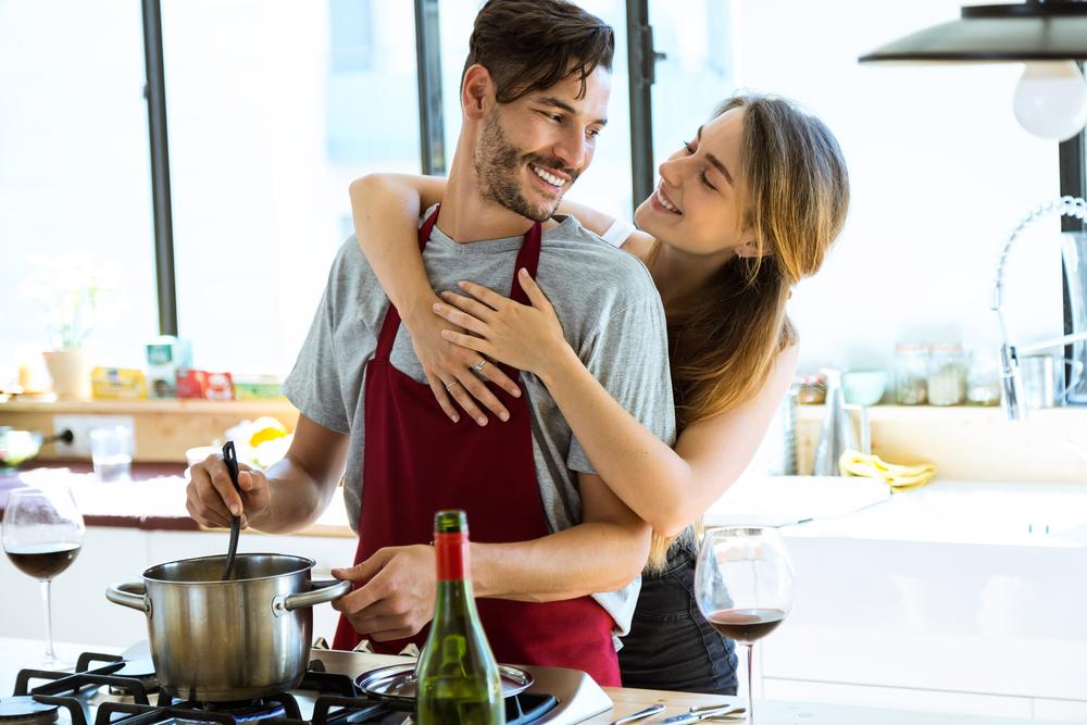 trucchi per mangiare sano ai fornelli, in cucina con il tuo lui