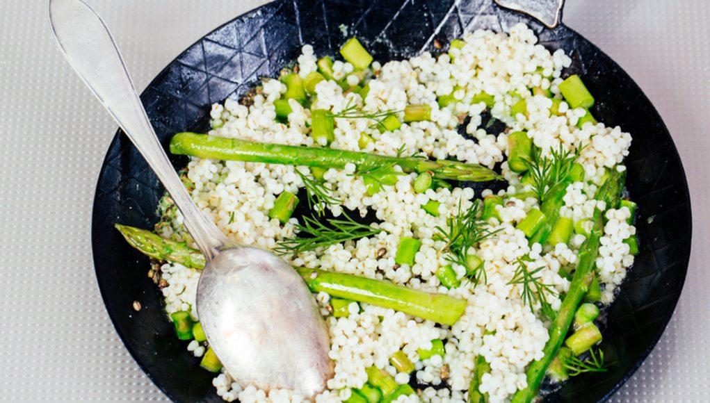erbe aromatiche: orzo con asparagi,ricetta light e nutriente