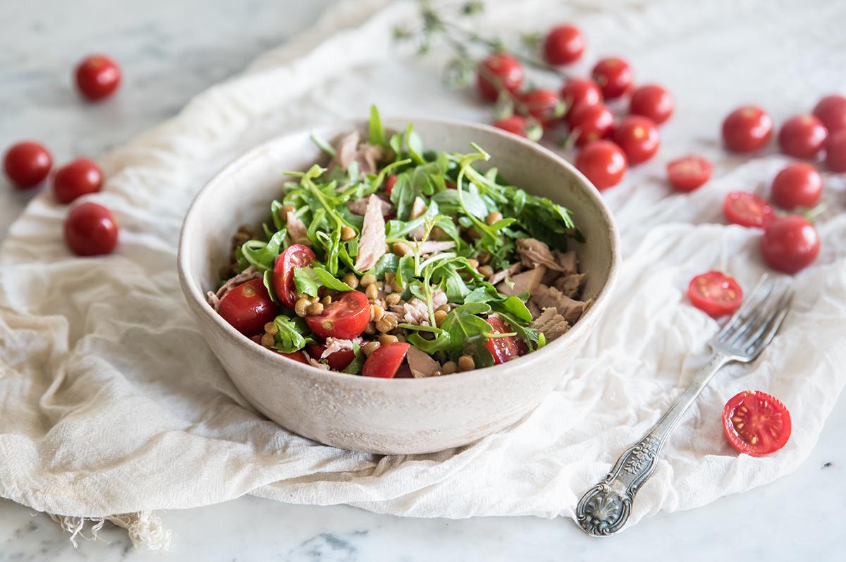 insalata di lenticchie, tonno e rucola
