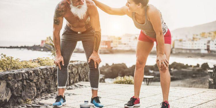 sport per anziani: quali e esercizi da fare in casa