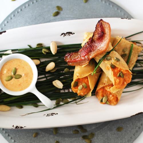 La ricetta veloce delle crêpes di ceci senza glutine con zucca, un piatto unico light e molto saporito.