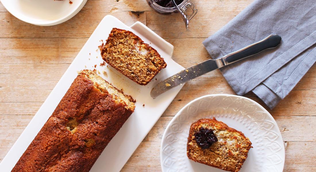 La ricetta veloce del banana bread senza glutin e senza lattosio, per una colazione energetica.