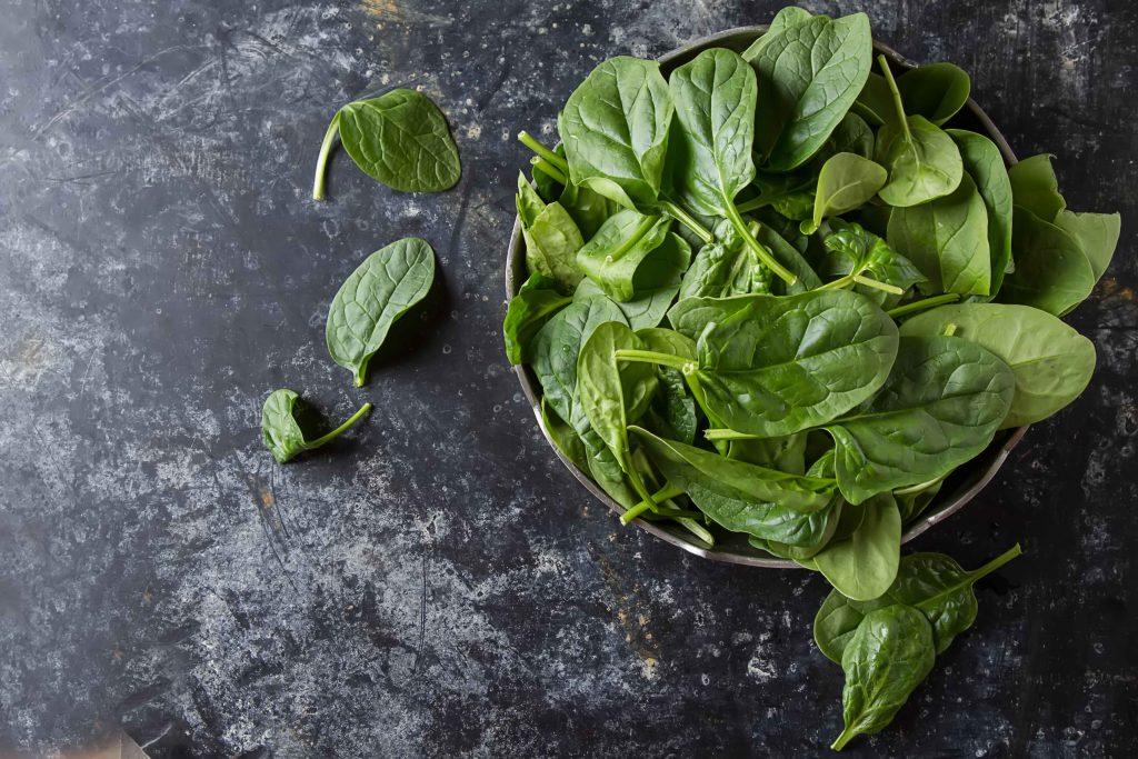 Gli spinaci: meglio cotti o crudi?