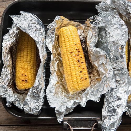 come si cucinano le pannocchie grigliate al cartoccio