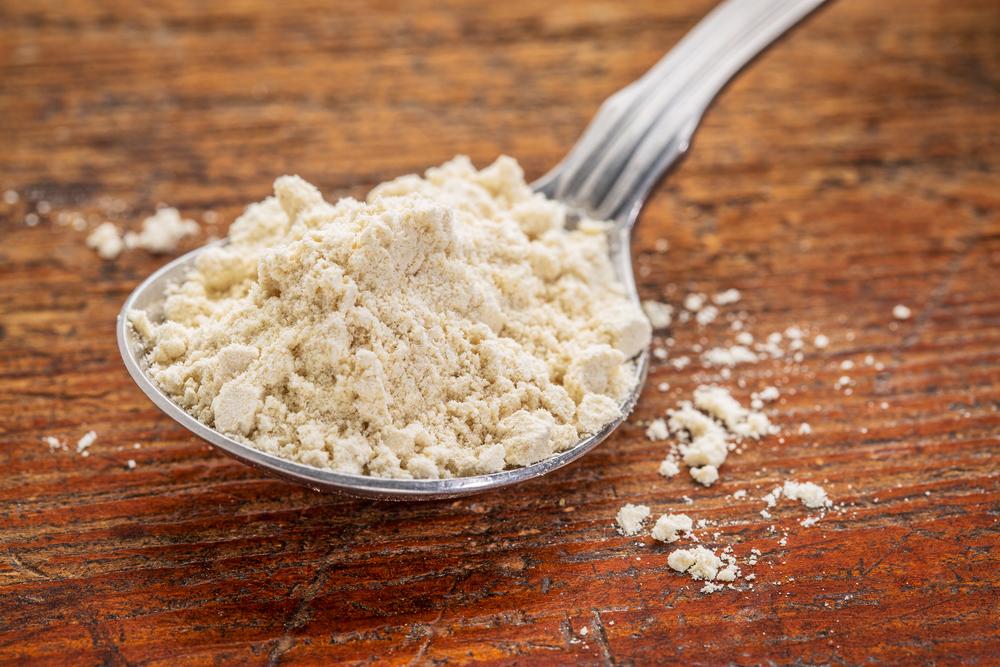 crackers di riso con farina di quinoa e avocado