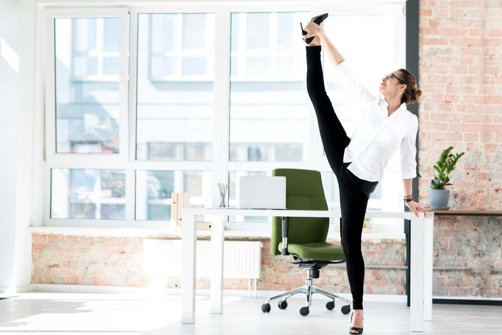 ginnastica da fare in ufficio se sei pigra