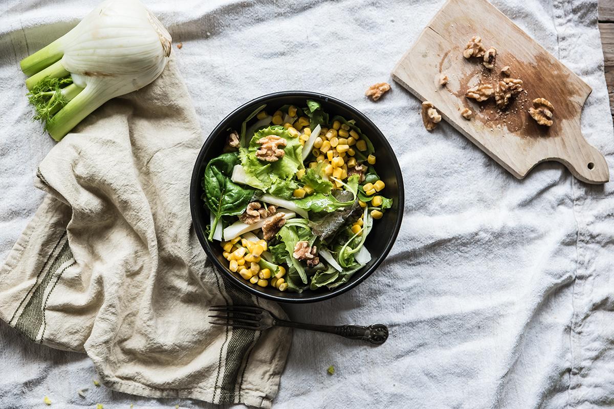 insalata di finocchi, noci e mais