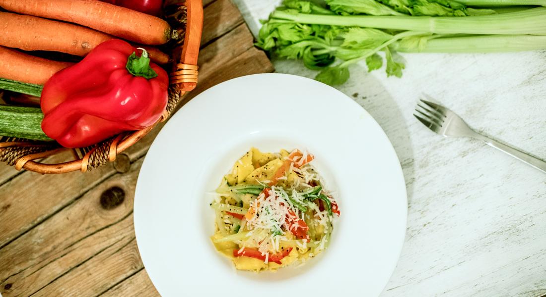 pappardelle di grano saraceno con verdure e pecorino