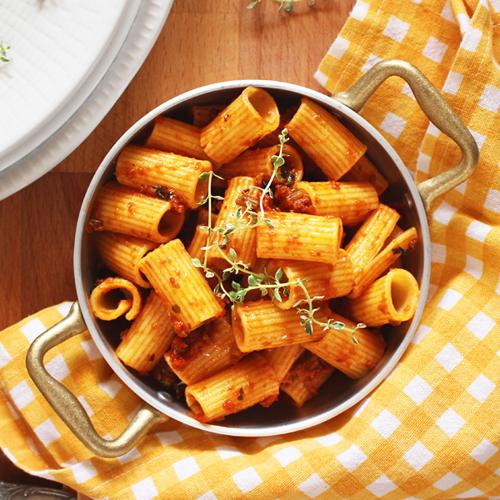 Pasta al ragù vegetale, un primo piatto gustoso, leggero e senza glutine.