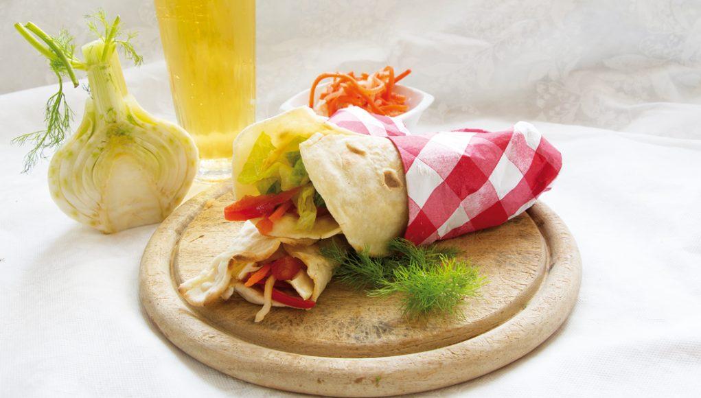Nutrienti e gustose, le piadine con insalata sono senza glutine e contengono pochissime calorie.