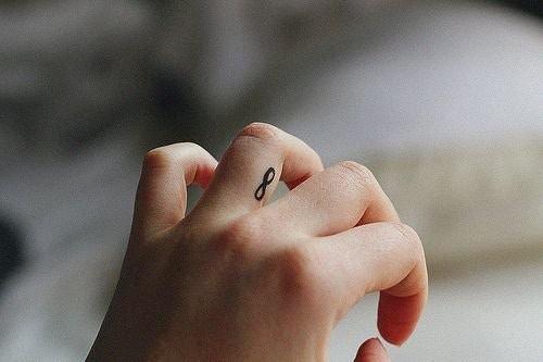 tatuaggio: esempi per donne che hanno bassa soglia del dolore