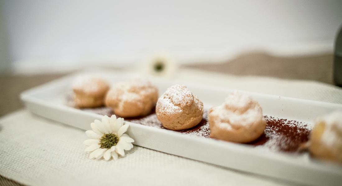 Bigne con crema pasticcera senza glutine, dolci per il pranzo di natale