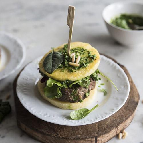 hamburger di polenta con spinaci e carne