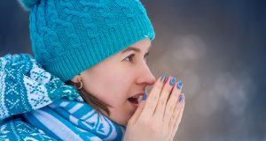 mani screpolate: ecco come prendertene cura