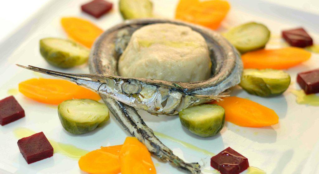 Polenta di orzo con aguglia e verdure al vapore