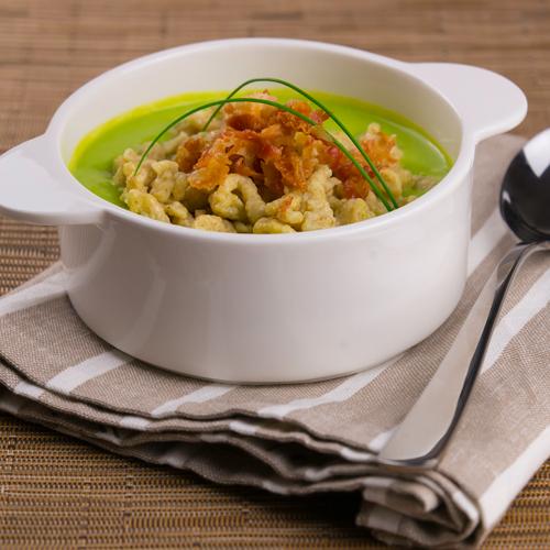 La ricetta facile e gustoza degli spatzle senza glutine fatti in casa con crema di piselli.