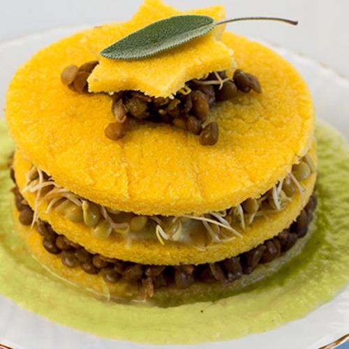 Torretta di polenta e lenticchie