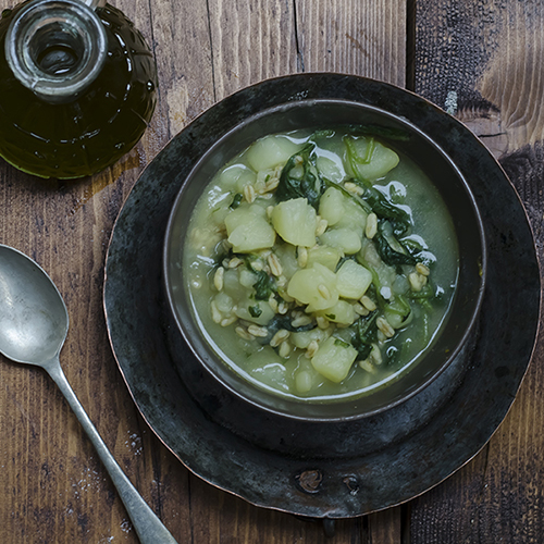 Zuppa di patate, bietole e kamut