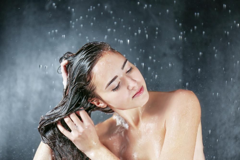 Se fai la doccia tutti i giorni non lavare i capelli alla fine