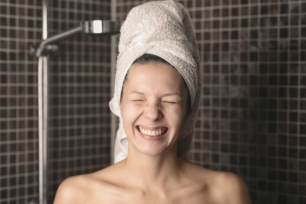 Non strofinare la pelle quando fai la doccia tutti i giorni