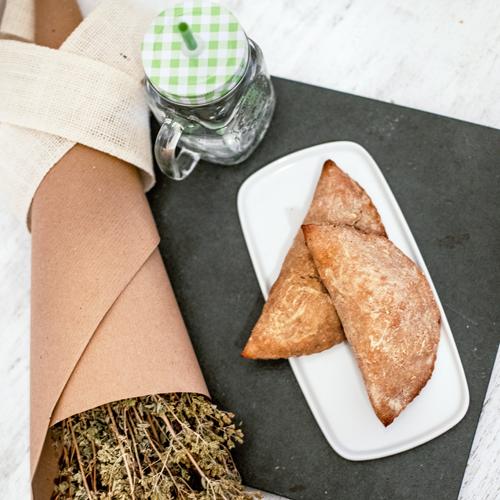 La ricetta dei panzerotti al forno senza glutine con mozzarella e prosciutto cotto.