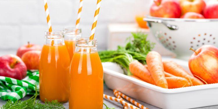 smoothie carote e mela per una pelle luminosa