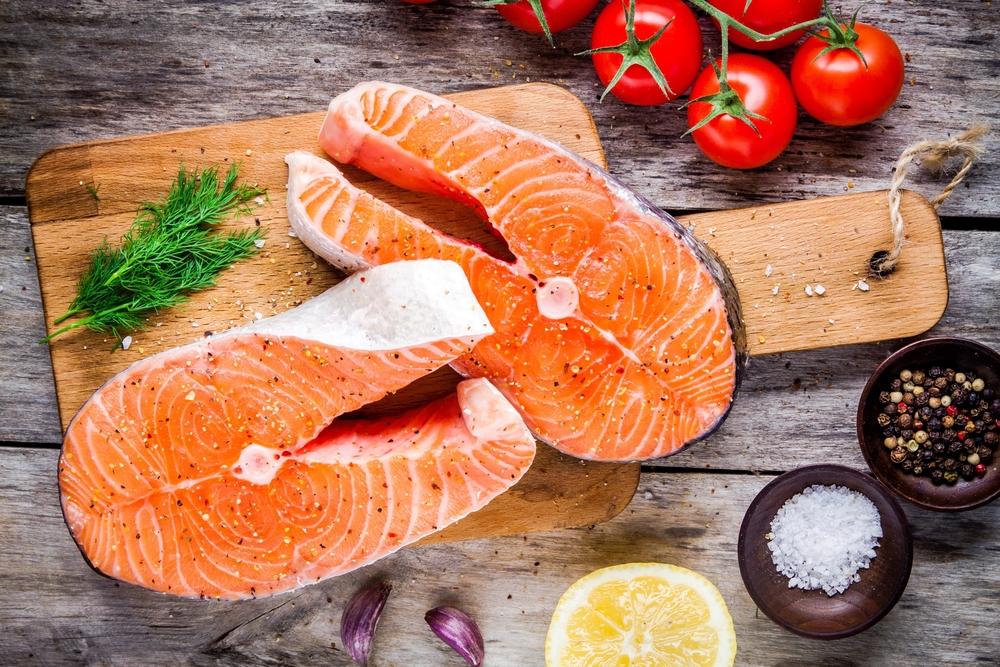 dieta per capelli sani: salmone ottimo per capelli