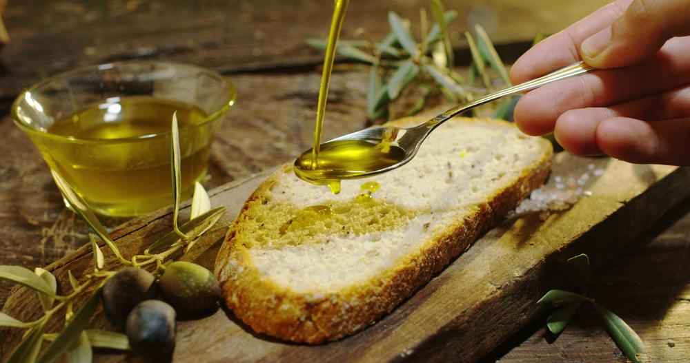 dieta per capelli sani e forti: olio d'oliva
