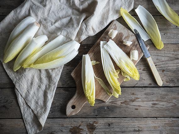 indivia belga e patate al gratin preparazione foglie