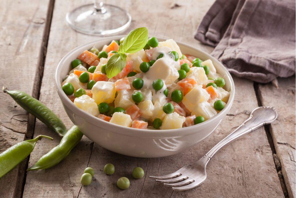 ricette con yogurt: insalata russa light