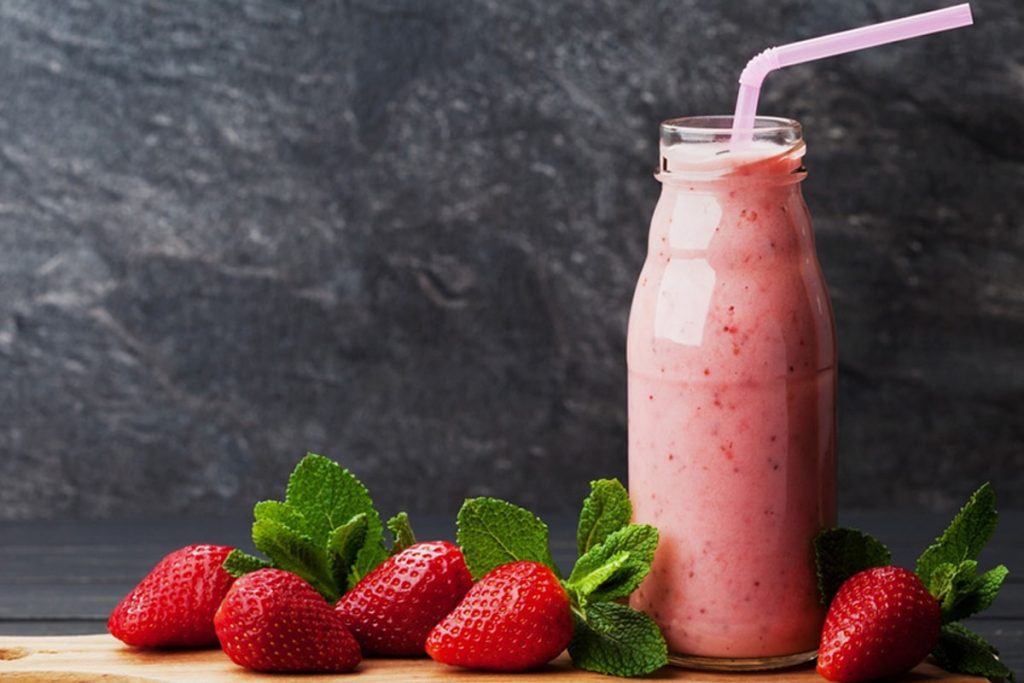 ricette con yogurt: smoothie di fragole e yogurt