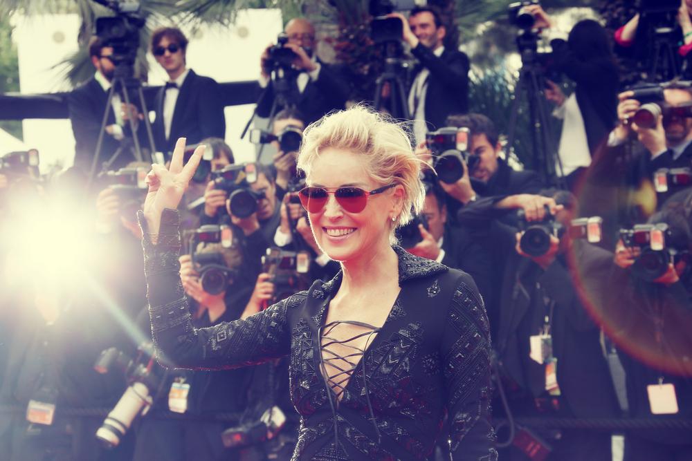 tagli capelli anti-età per sembrare più giovane: Sharon Stone