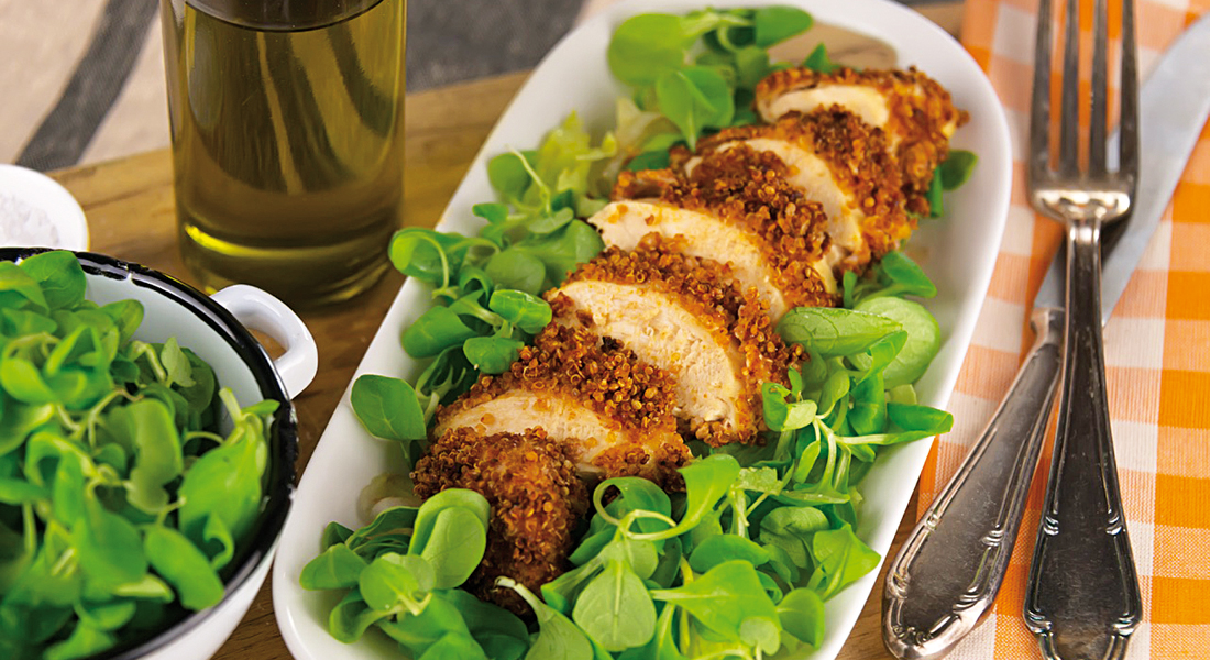 La ricetta del petto di pollo in crosta di quinoa è light e senza glutine