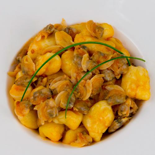 La ricetta degli gnocchi con le vongole senza glutine e light.