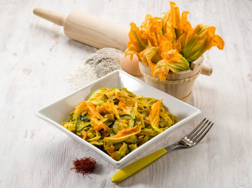 pasta con zucchine e zafferano