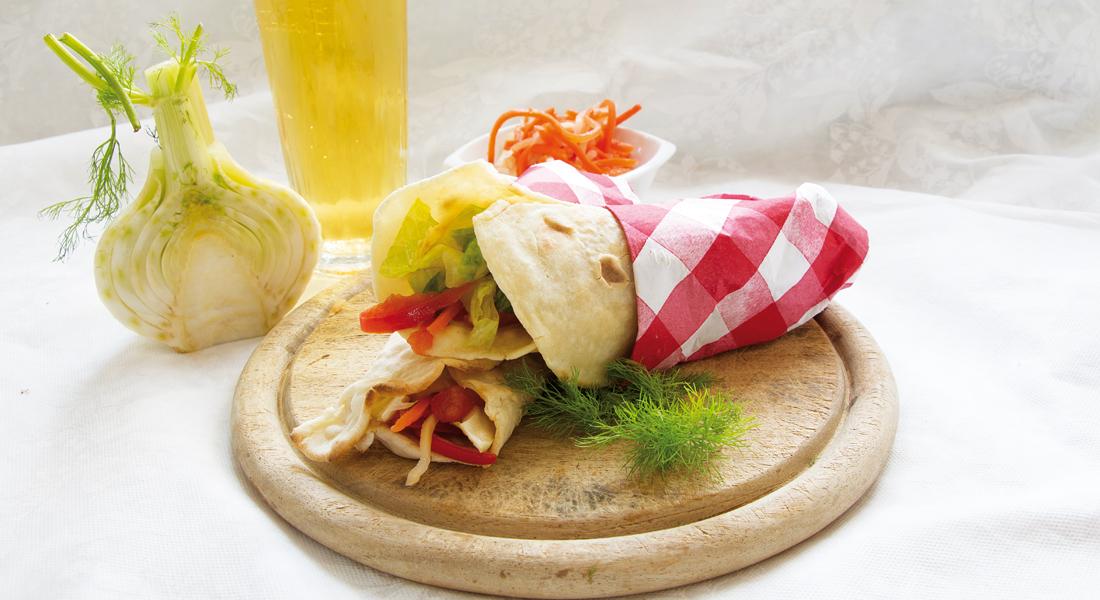 Facili, veloci e light: le piadine con insalata sono adatte a un perfetto picnic.