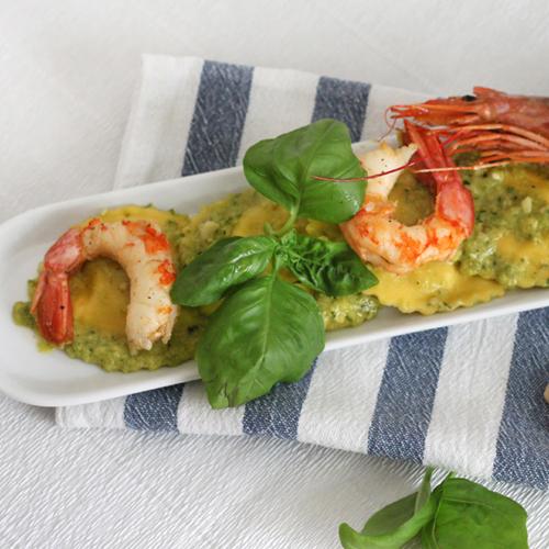 La ricetta light dei ravioli con pesto di zucchine e gamberi senza glutine