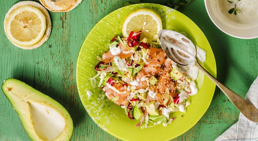 Insalata di salmone, avocado e yogurt