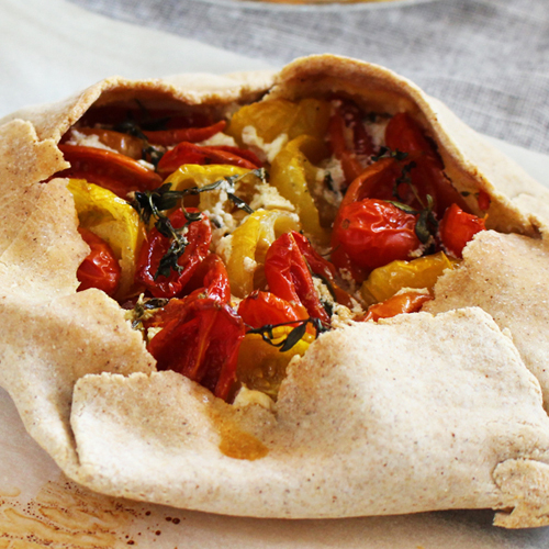 La ricetta della torta salata con robiola e pomodorini senza glutine.