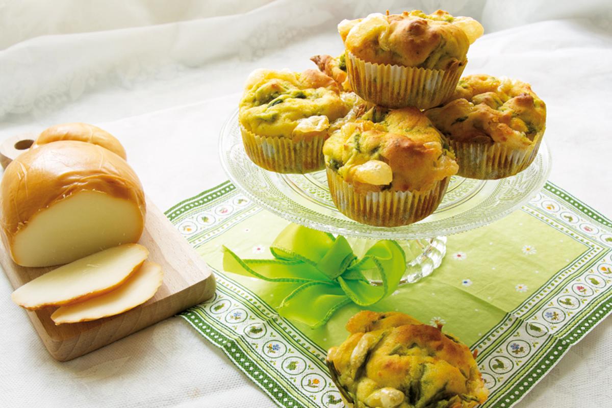Muffin salati con asparagi e scamorza
