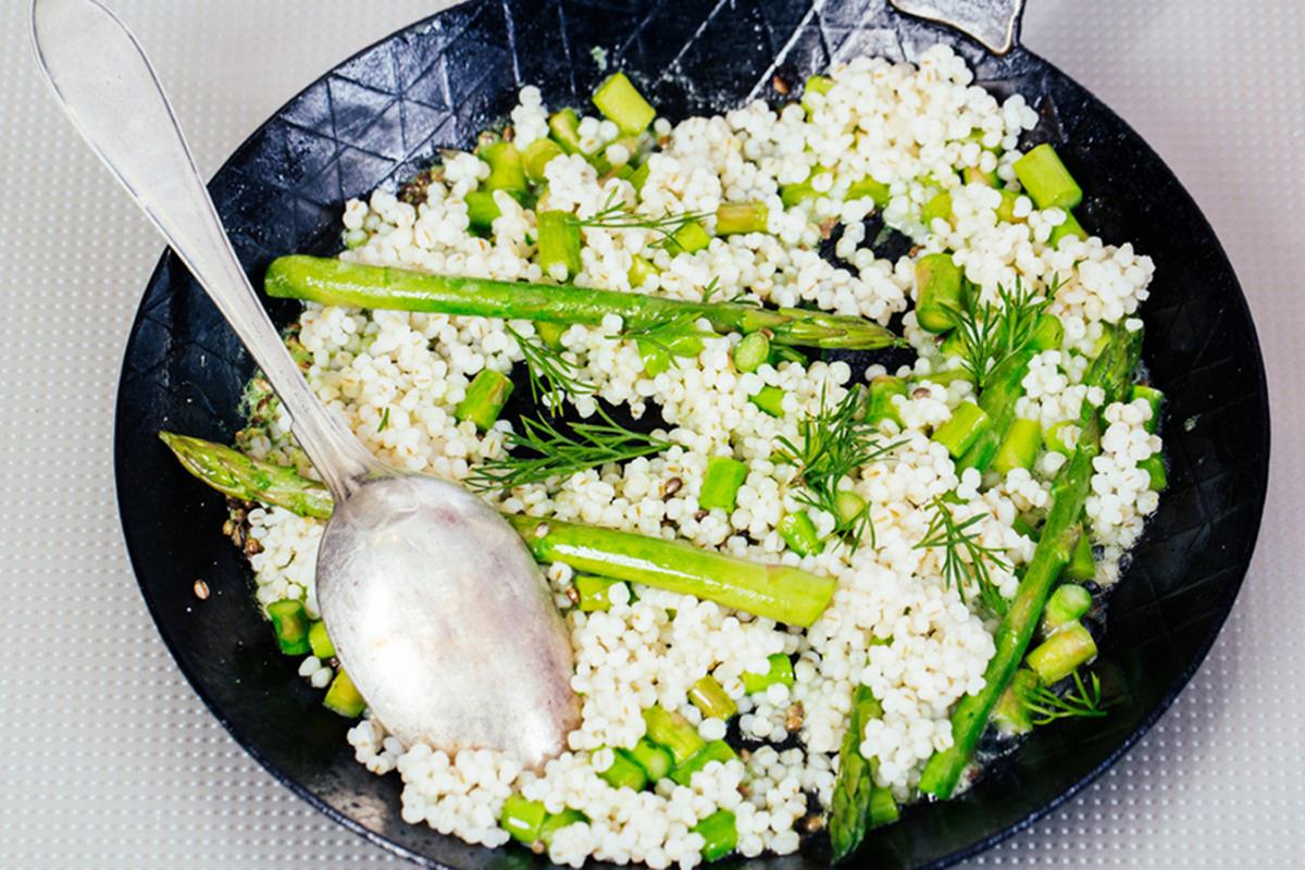 Ricette con asparagi: orzo agli asparagi light