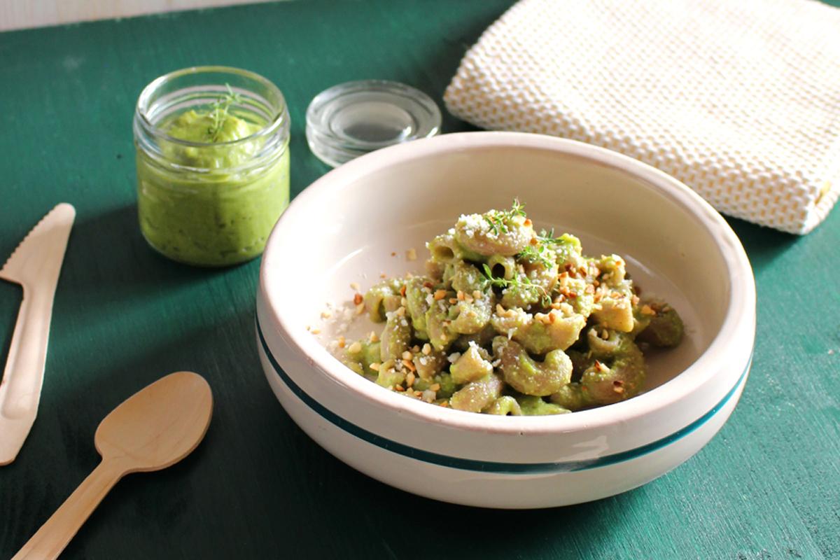 Pasta di grano saraceno al pesto di asparagi e mandorle
