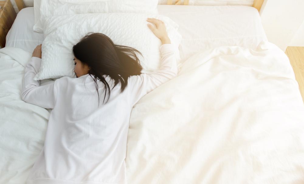 abitudini che fanno invecchiare, dormire male