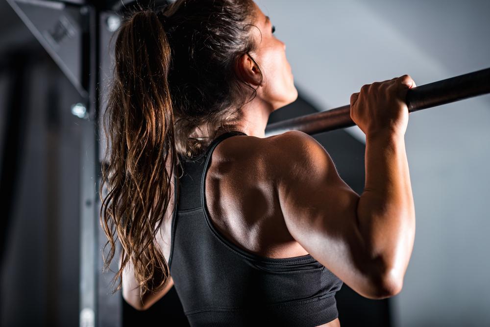 attrezzi fitness: barra per trazioni