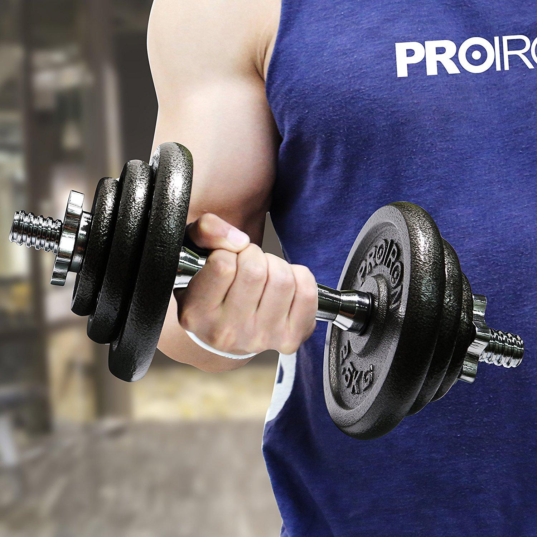 attrezzi fitness: pesi e bilanciare per potenziare braccia e spalle